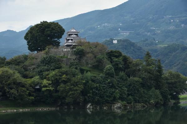 肱川越しの大洲城